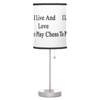 Vivo y amo jugar a ajedrez