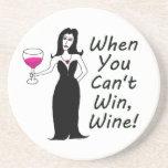 Vixen del vino simplemente travieso cuando usted posavasos cerveza