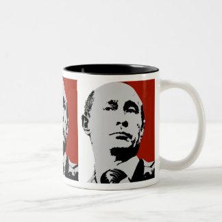 Vladimir Putin en rojo Taza De Dos Tonos