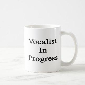 Vocalista en curso taza de café