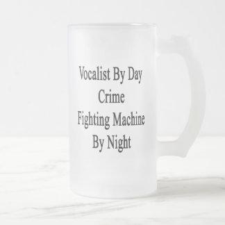 Vocalista por la máquina que lucha del crimen del tazas de café