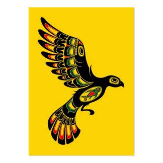 Volar el pájaro rojo y negro del alcohol del Haida Tarjeta Personal