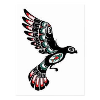 Volar el pájaro rojo y negro del alcohol del Haida Postales