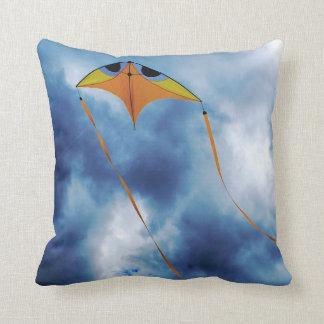 volar una almohada moderna de la cometa cojín decorativo