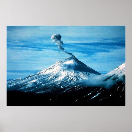 Volcán Alaska de Pavlof Posters