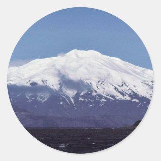 Volcán de la isla de Kiska Etiqueta Redonda