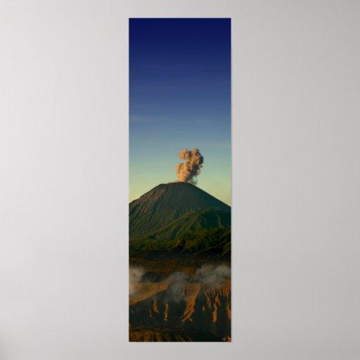 Volcán de la puesta del sol póster