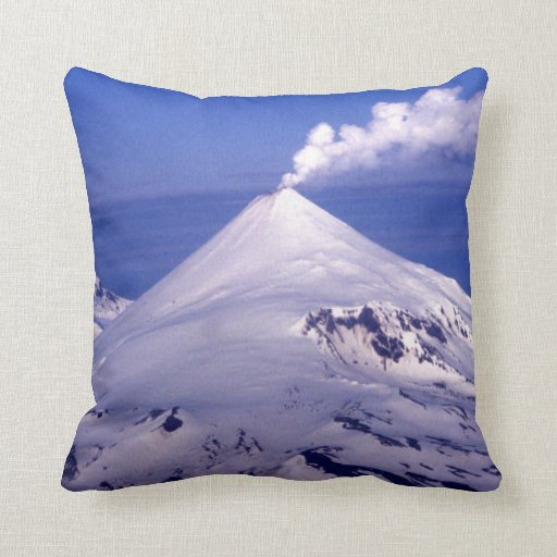 Volcán de las islas Aleutian Cojín