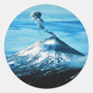 Volcán de Pavlof en la península de Alaska Pegatina Redonda