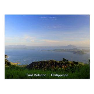 Volcán de Taal en la luz de la tarde en Tagaytay Tarjeta Postal