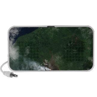Volcán de Ulawun de la cumbre de New Britain iPhone Altavoz