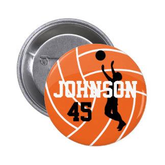 Voleibol anaranjado con el jugador de la silueta pin redondo de 2 pulgadas