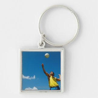 Voleibol de la porción del hombre llavero cuadrado plateado