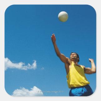 Voleibol de la porción del hombre pegatina cuadrada