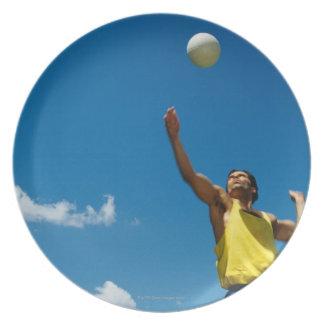Voleibol de la porción del hombre plato de cena