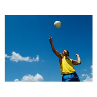Voleibol de la porción del hombre tarjeta postal