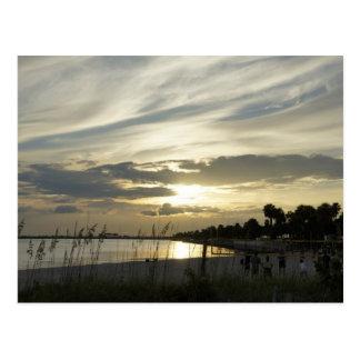 Voleibol lateral de la playa tarjeta postal