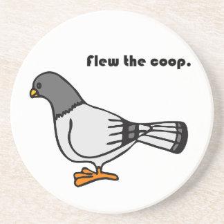 Voló el dibujo animado gris de la paloma del galli posavasos personalizados
