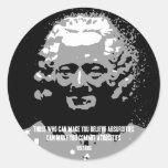Voltaire - absurdidades pegatina redonda