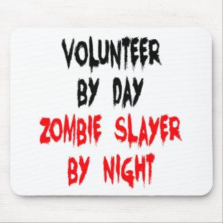Voluntario del asesino del zombi mousepads