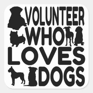 Voluntario que ama perros pegatina cuadradas
