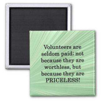 Voluntarios inestimables imán cuadrado