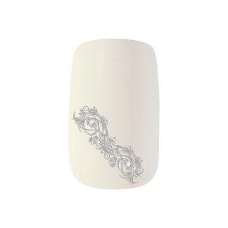 Voluta de plata - dedo 2 arte para uñas