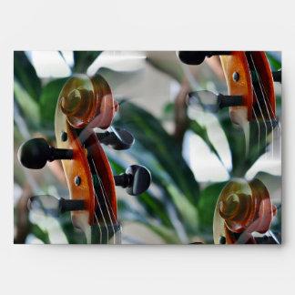 Voluta elegante del violín sobres