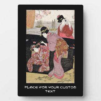 Voluta japonesa fresca de la señora del geisha del placas para mostrar
