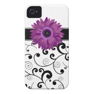 Voluta negra y blanca de la margarita púrpura del Case-Mate iPhone 4 cárcasas