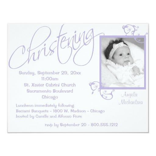 Voluta púrpura del bautizo para la niña invitación personalizada