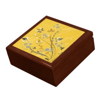 Volutas con las flores en la tierra amarilla - joyero cuadrado grande