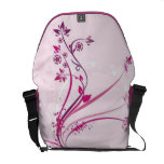 Volutas con las flores en la tierra rosada - bolsa de mensajeria