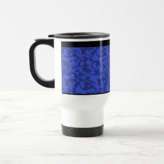 Volutas elegantes del damasco del azul de cobalto taza de viaje