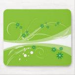 Volutas � flores sobre motivo verde - alfombrilla de ratones