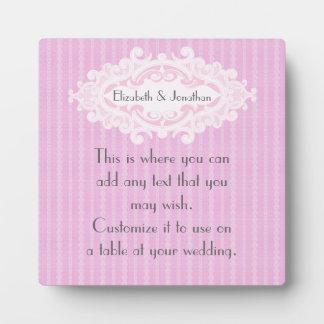 Volutas rosadas y el casarse de las cintas placa expositora