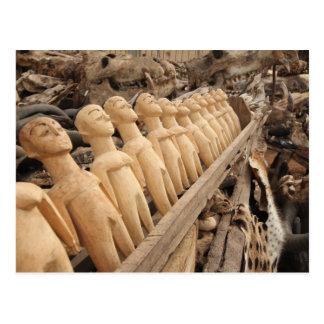 Voodoo muñecas al amuleto mercado, África occident Tarjetas Postales
