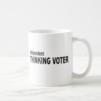 Votante de pensamiento independiente taza