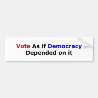 Vote como si la democracia dependiera de ella pegatina para auto