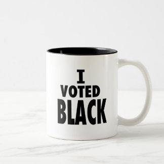 Voté el negro regalos de los triunfos de Obama Tazas