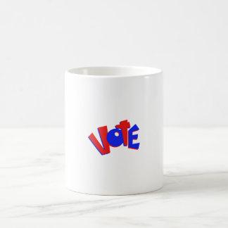 VOTE en swag animoso de la elección del texto rojo Taza