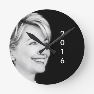 Vote Yes For Hillary in 2016 Round Wall Clock