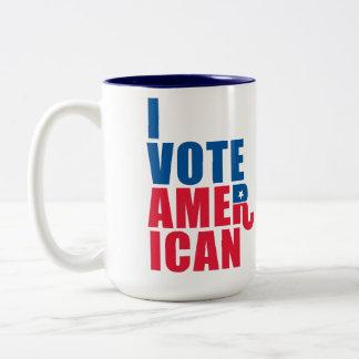 "Voto al americano apilado con ""R republicano "" Tazas"