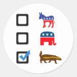 Voto para el tejón de miel pegatina redonda
