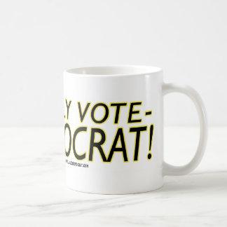 ¡Voto solamente a Demócrata! Tazas