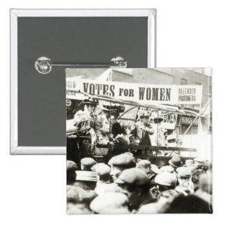 Votos para las mujeres, agosto de 1908 pin cuadrado