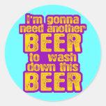 Voy a necesitar otra cerveza pegatinas redondas