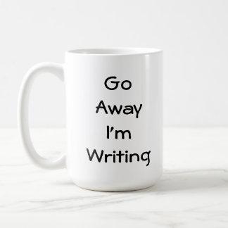 Voy lejos estoy escribiendo taza clásica