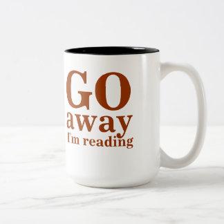 VOY lejos estoy leyendo la taza