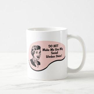Voz del asistente social taza de café